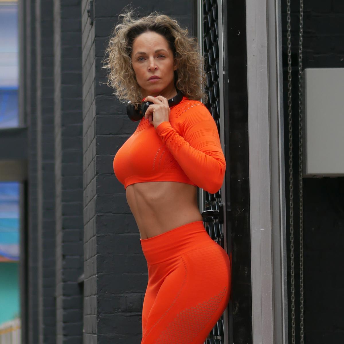 Tamara-Kramer-Orange-set02.png